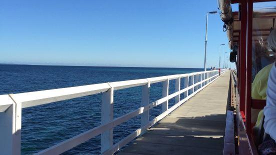 这是在澳洲西澳州的一个经典景点,长长的栈桥延伸至海中,如果不