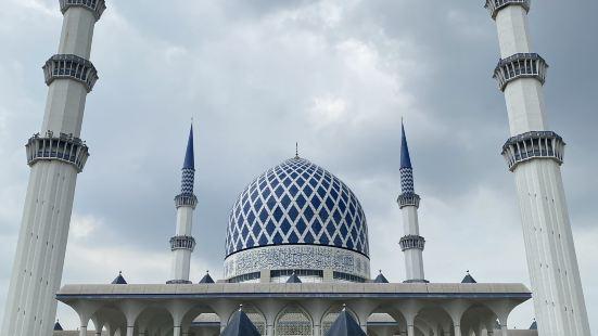 吉隆坡蓝清真寺非常漂亮的清真寺,很美,整体以蓝白为主色,不过