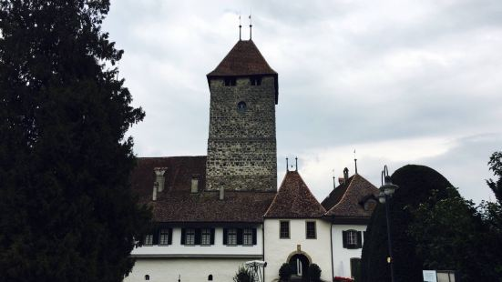 瑞士最美的小镇施皮茨,游人很少,整洁的街道,烂漫的花朵,小镇