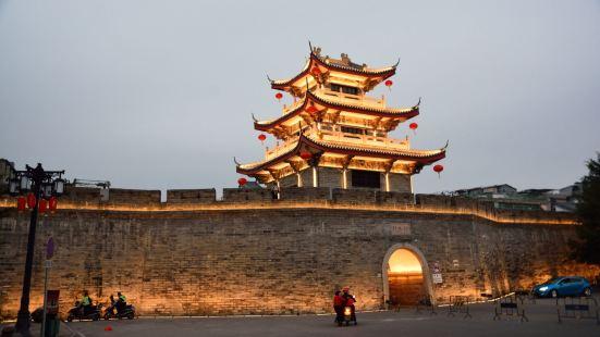 潮州竹木门城楼在广济门城楼的北边,距离约有二佰多米,有城墙相