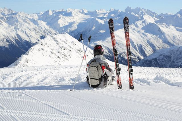 TOP 5 Famous Ski Resorts in Switzerland: Take the Coolest Ski Photo This Winter!