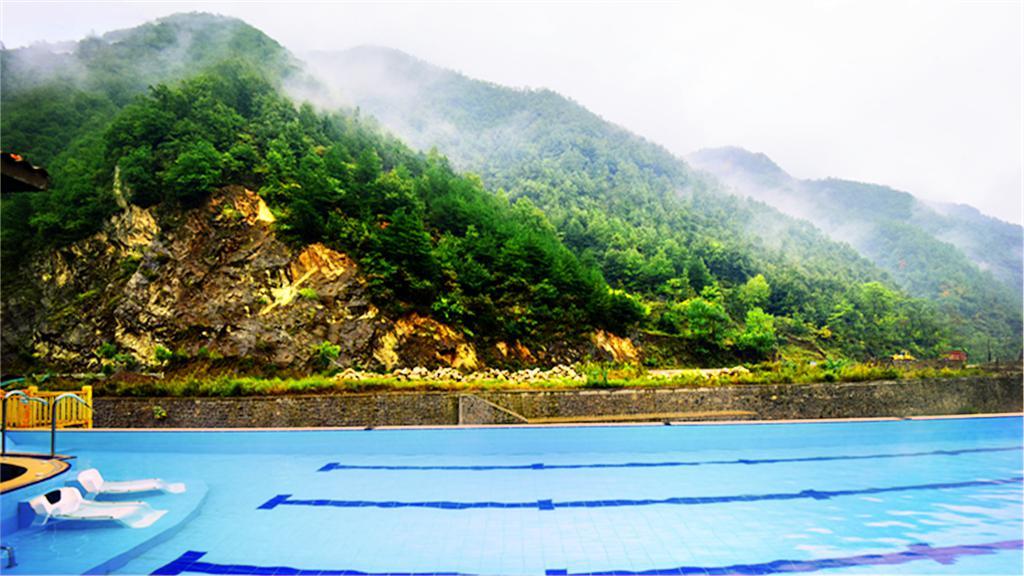 湯河裸浴溫泉度假區