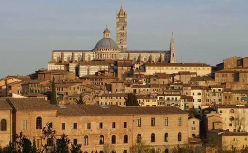 洗礼堂也是一个宗教场所,锡耶纳属于意大利的很古老的一个城市,