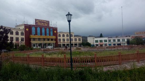西藏自治區拉孜上海人民廣場