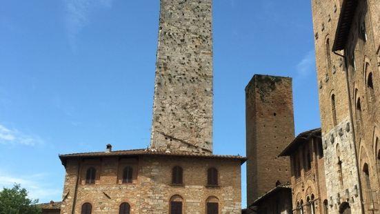 格罗萨塔楼也是所有塔楼中唯一对公众开放的塔楼,总高为54米,