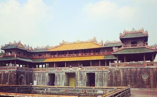 不说还以为自己在中国,因为顺化皇城就是彷北京紫禁城而建的,所