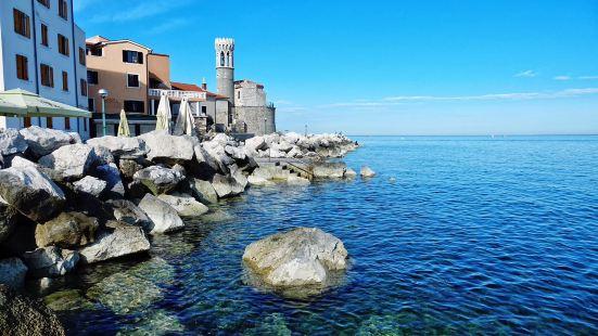 海边小镇皮兰Piran就,很苏胡,游艇帆板浮潜样样都有。站在