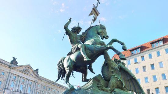 聖喬治和龍紀念雕像