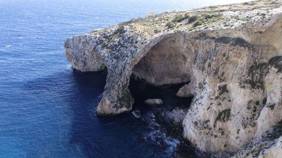 马耳他著名三蓝之一的景点,非常值得一看,自驾离机场很近,在高