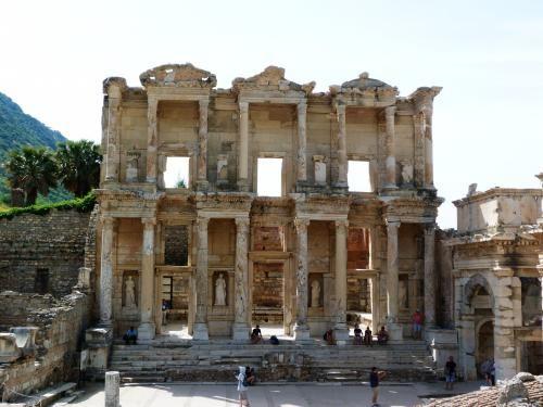 塞爾蘇斯圖書館