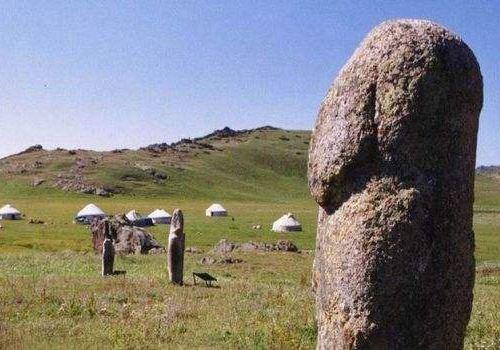 石刻突厥石人像