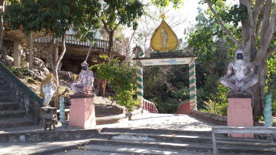 柬埔寨马德望的农沙帕山(Phnom Sampov)山地,这个