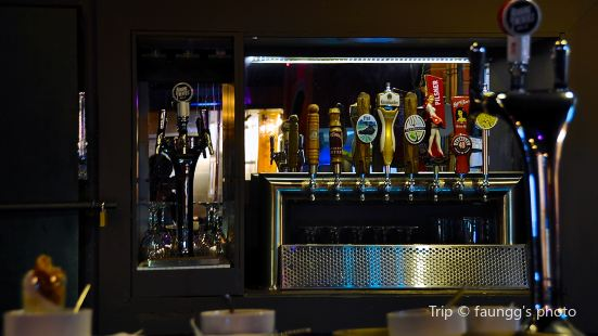Pat's Pub & Brewhouse