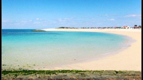 丰崎海滩位于冲绳县那霸港,是一处人造海滩.距离那霸机场约20