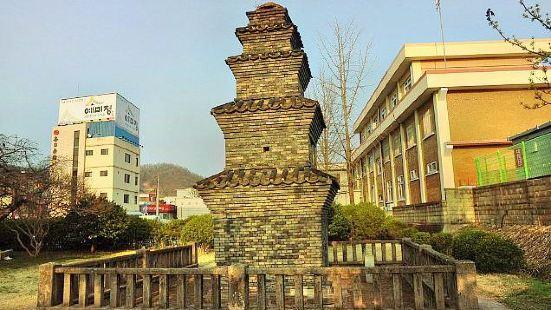 東部洞五層磚塔
