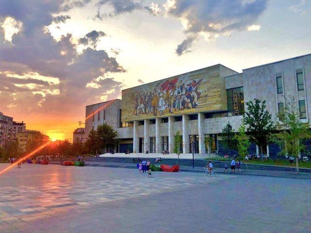 斯坎德培廣場