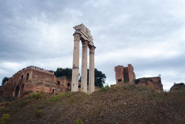 卡斯託與保祿賽神廟
