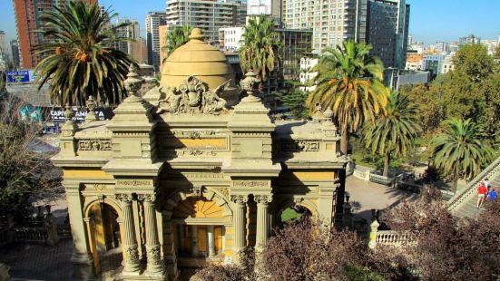 圣塔露西亚山市,圣地亚哥首都大区的一座小高峰。山上有许多著名