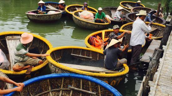 位于岘港跟会安之间的秋盆河岸,迦南岛是一处看似从未受到外界开