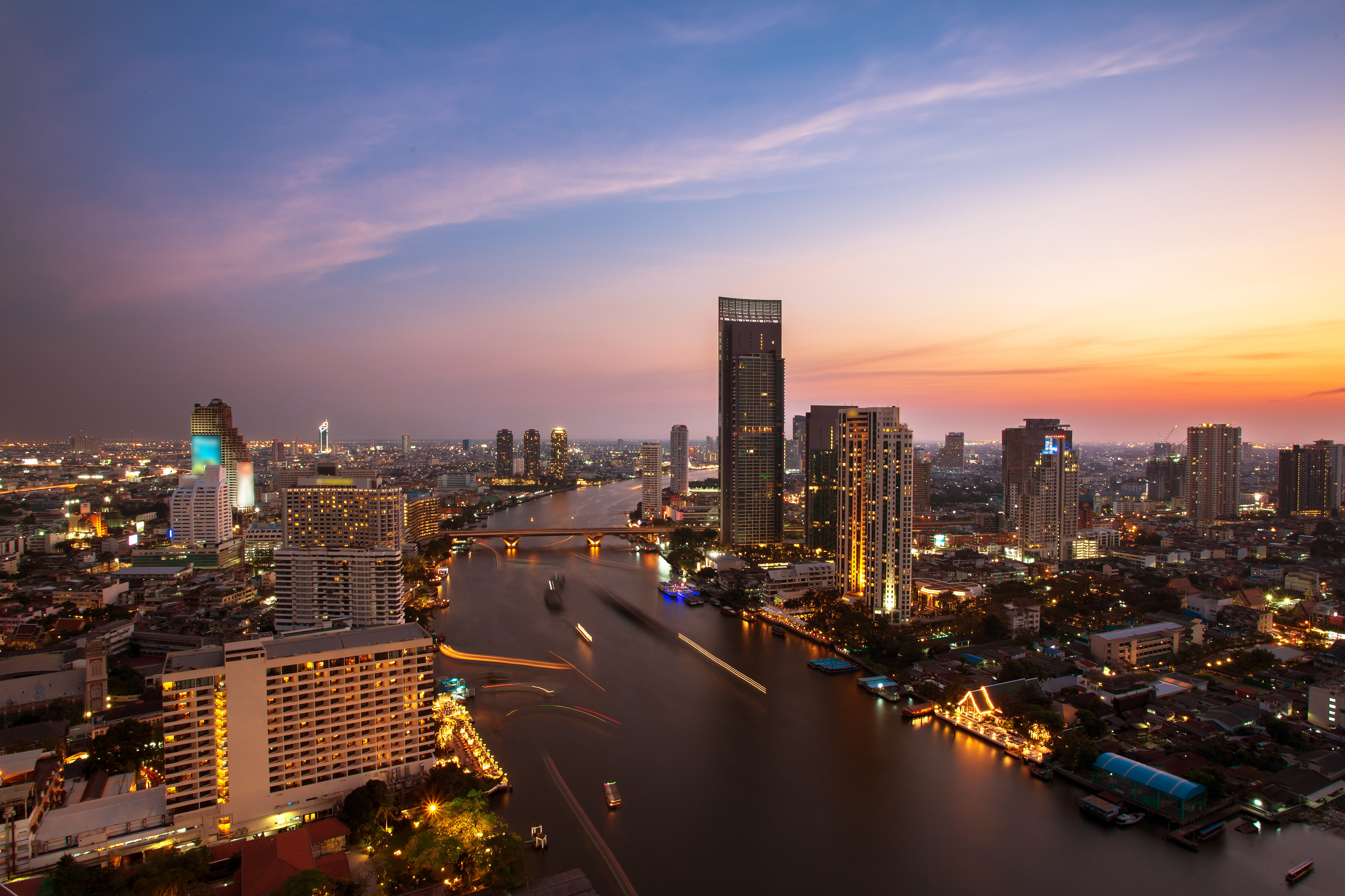 Live Show & Night View: White Orchid Dinner Cruise on Chao Phraya River