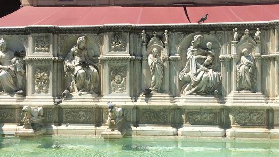 百科欢乐喷泉1346年作为锡耶纳的第一个城市公共喷泉向公众开