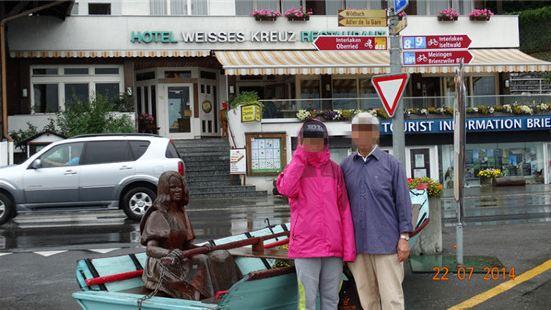 布里恩茨小镇位于布里恩茨湖北岸,是著名的木雕小镇,可以凭瑞士
