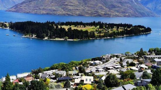 这新西兰旅游必到皇后镇,皇后镇这个观景台必须要爬上来的,自驾