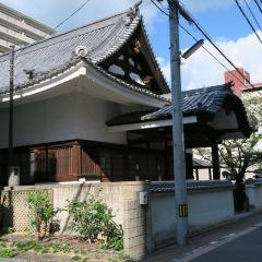Statue of Akiyama Brothers' User Photo