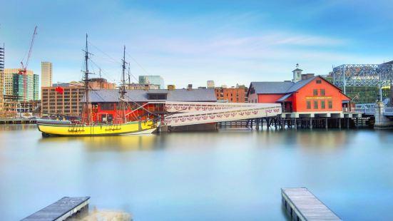 波士頓茶黨船艦及博物館