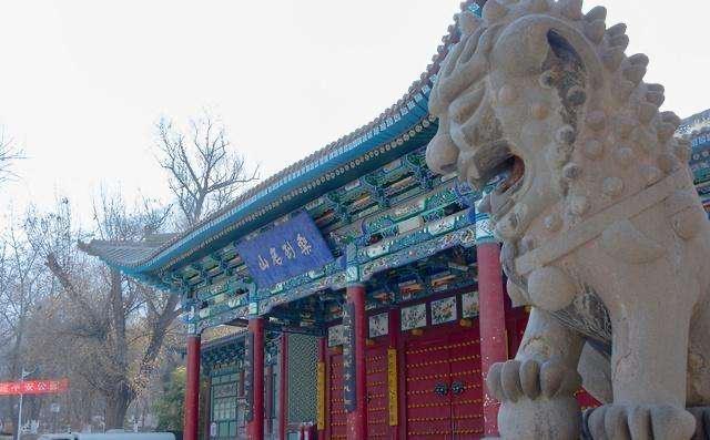 우취안산(오천산) 공원
