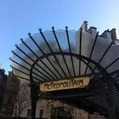 Avenue Montaigne User Photo
