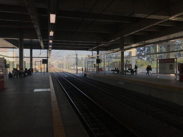 """""""光明""""車站"""