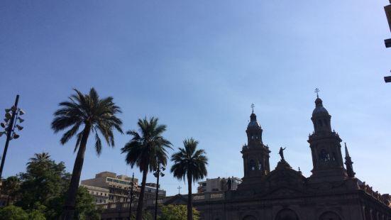 贝亚维斯塔是圣地亚哥的一处老城区,这里有着许多古老的建筑,比