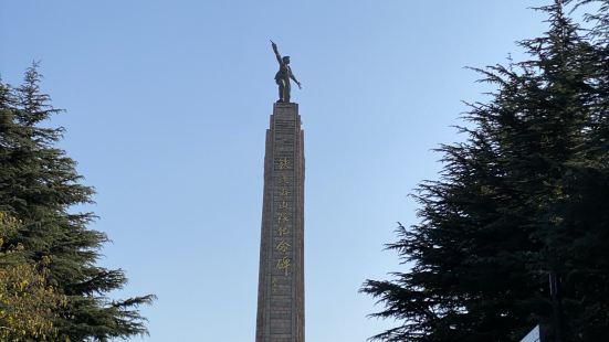 铁道游击队纪念碑共有两座,我们参观的这座位于山东省枣庄市铁道