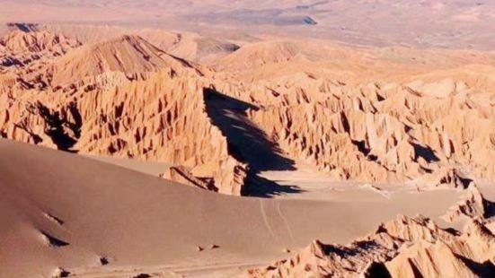 这里是世界最干燥的地方之一,很难说撒哈拉沙漠深处比起它哪个更
