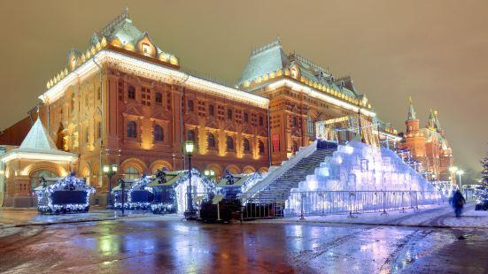Ploshchad Revolyutsii(revolution square)