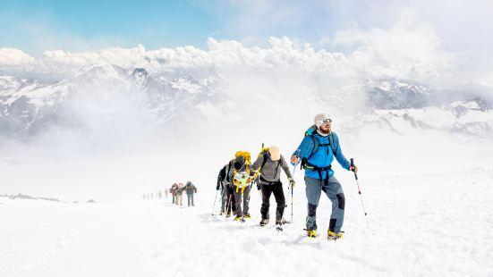 厄爾布魯士峰