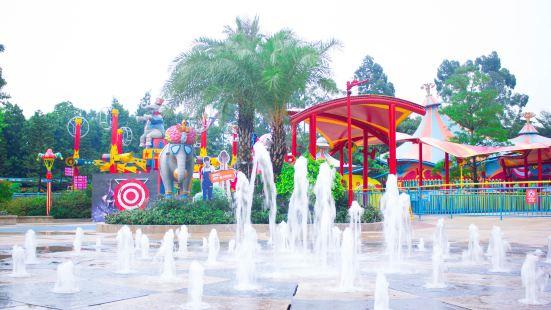 Zhanglong Huanle Shijie Zhongxin Yanyi Square