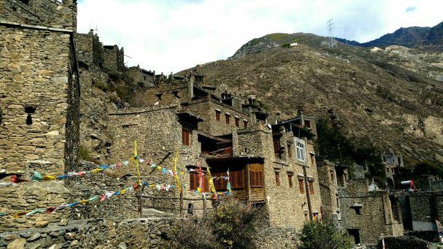 色爾古藏寨