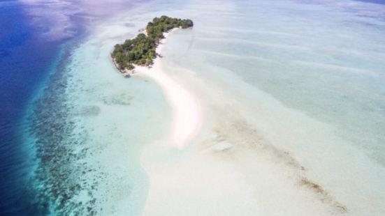 連接大小馬達京兩個海島的,就是那長長的卡蘭布海灘拖尾沙灘,差