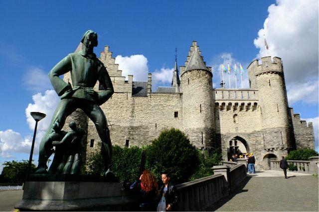 Steen Castle