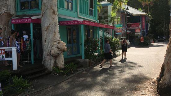 库兰达热带雨林小镇位于雨林的深处,这里环境十分的幽静,都是一
