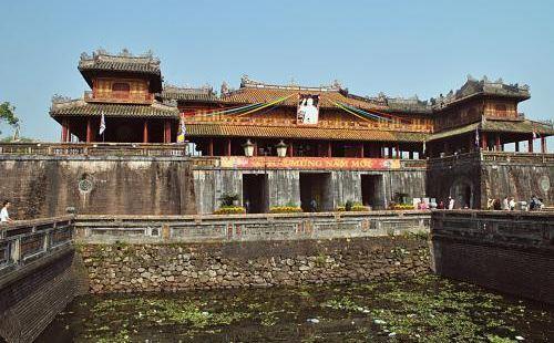 越南的皇宫,缩小版的北京故宫。布局、建筑风格都模仿故宫。虽然