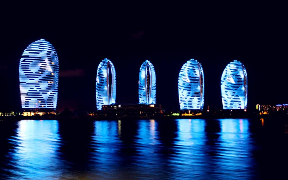 """The Night Tour on the Sanya Bay by the """"Great Wall on the Ocean"""" Antique Cruise Ship"""