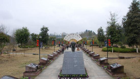 福建三明泰宁县的泰宁地质博物馆位于湖滨路百竹园内,是一个带有