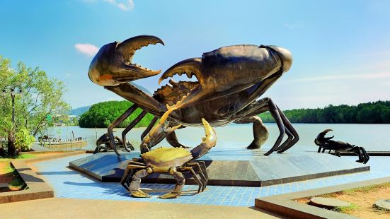 The Mud Crabs Sculpture