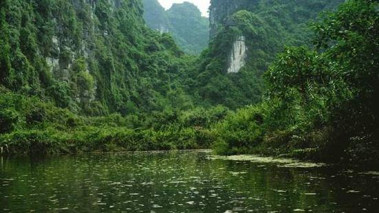 在这里观赏真的是挺震撼于这些大山大水的美,若要参观这个景点,