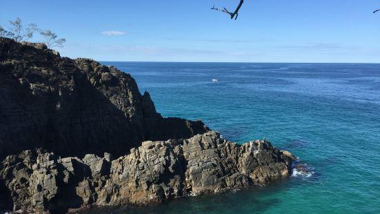 努萨国家公园其实是一座被海环抱的半岛.  临海的小路景致极佳