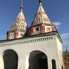 Double arch-gates of Rizopolozhenskaya convent in Suzdal User Photo
