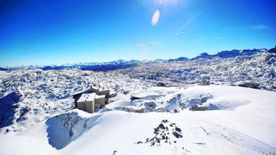 Dachstein山上的冰洞